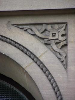 détail d'une fenêtre de la synagogue