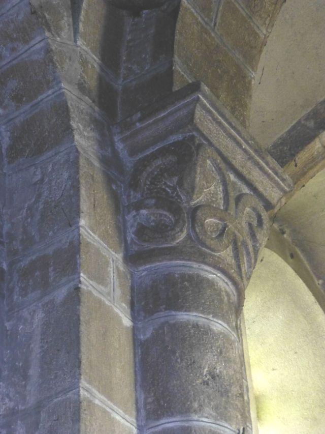 E00185_B_Chapiteau_Lozère_Langogne_Abbatiale des Bénédictins_Moyen-Age_roman_sculpture_boucle