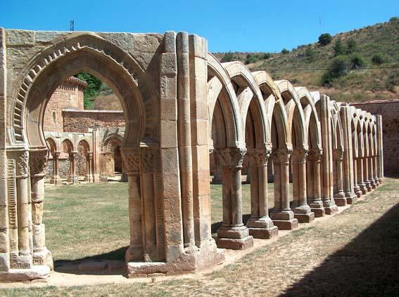 SanJuandeDuero-Claustro_Wikimedia Commons_Dgarcia29