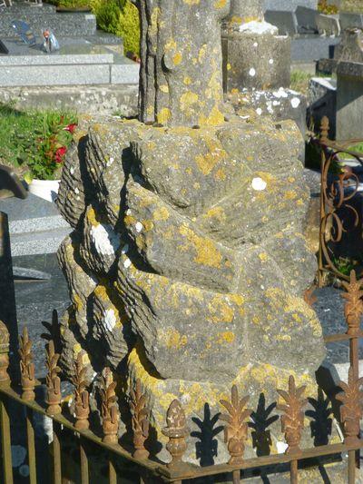 Notre-Dame d'Estrées_cimetière_pied de croix_PETITE_P1040506